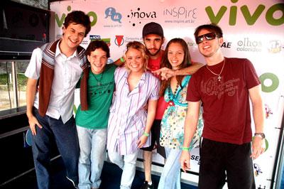 MEVOAH: Vitor Lopes, Bruno Talhete, Tati Wuo, Vitor Zorzal, Matê (irmã da Tati, participou de show)e Caio Nogueira
