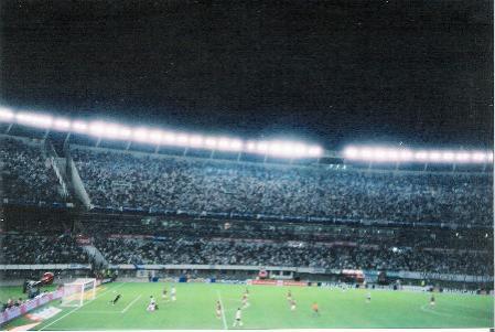 Incrível que esta bola de Messi não tenha entrado. Seria o quinto da Argentina.