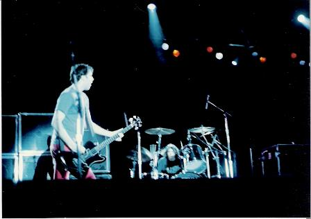 Cris e Dave em show do Nirvana no Brasil. Arquivo do fanzine HEADLINE.