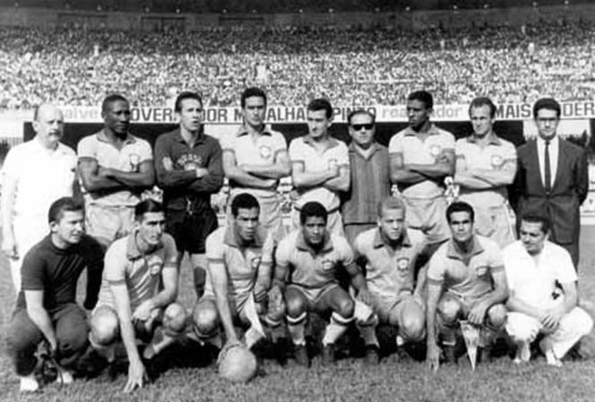 7 de setembro de 1965. Alviverde de amarelinha. Foto: Academia de História do Palestra-Palmeiras