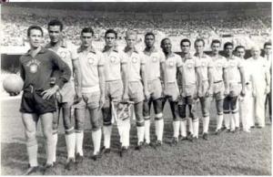 Em 1965, uma Seleção toda de alviverdes. Valdir Joaquim de Moraes à esquerda. FOTO: Academia de História do Palestra-Palmeiras