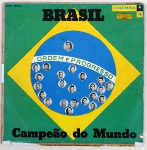 """Foto da coleção de Beto Xavier, autor de """"Futebol no País da Música"""""""