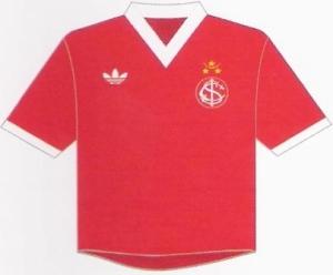 Clássica camisa do Inter em 1980-81, favorita de Gini. Pág. 166.