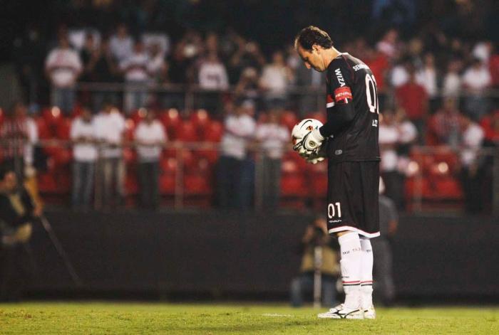 Preparou... e apontou para o gol 108, contra o Bolívar FOTO Rubens Chiri / saopaulofc.net#spfcpedia