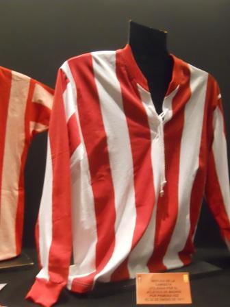 Réplica de uniforme do Atlético de Madrid de 1911