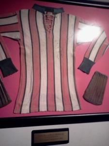 Camisa como a que o River usou no primeiro título argentino, em 1920