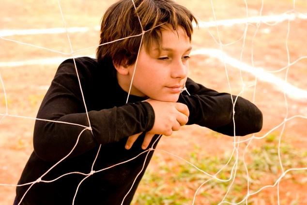 """O goleiro Beto (Lucas Alexandre), em """"Meninos de Kichute"""""""