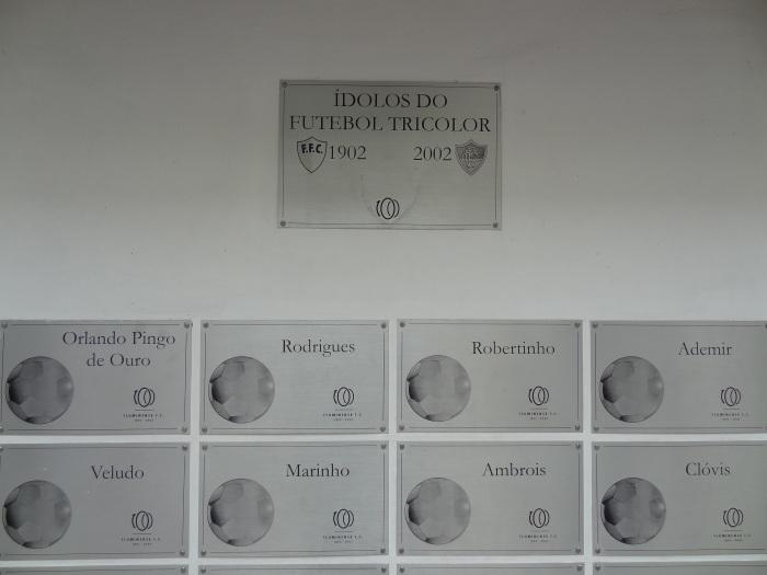 Placas em homenagem aos ídolos tricolores, no ano do centenário (2002)
