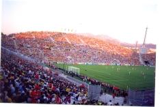O estádio Vélodrome antes da sensacional cobertura, em 1998. @FutPopClube