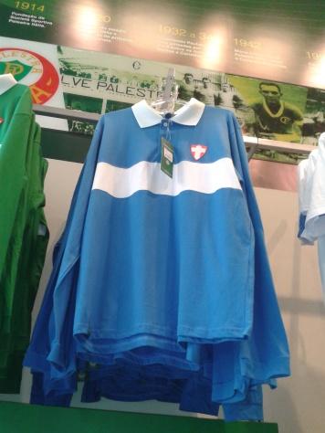 Retrô do Palmeiras, semelhante ao terceiro uniforme lançado em agosto de 2009