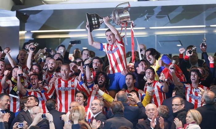 Noite de festa na Fonte de Netuno. O Atlético de Madrid é o campeão da Copa do Rei 2013. O brasileiro Miranda fez o gol dotítulo!