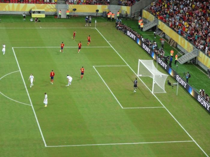 La Roja festeja o 1º gol, de Pedro.