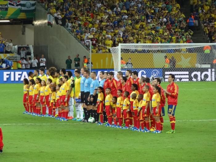 Hino nacional: como em quase todas as partidas do Brasil na Confederações 2013, um momento de muita emoção.