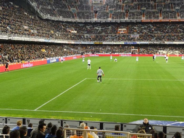 Embalos de sábado à noite: Mestalla  recebeu bom público durante a festa das Fallas 2013, mas não ficou lotado.