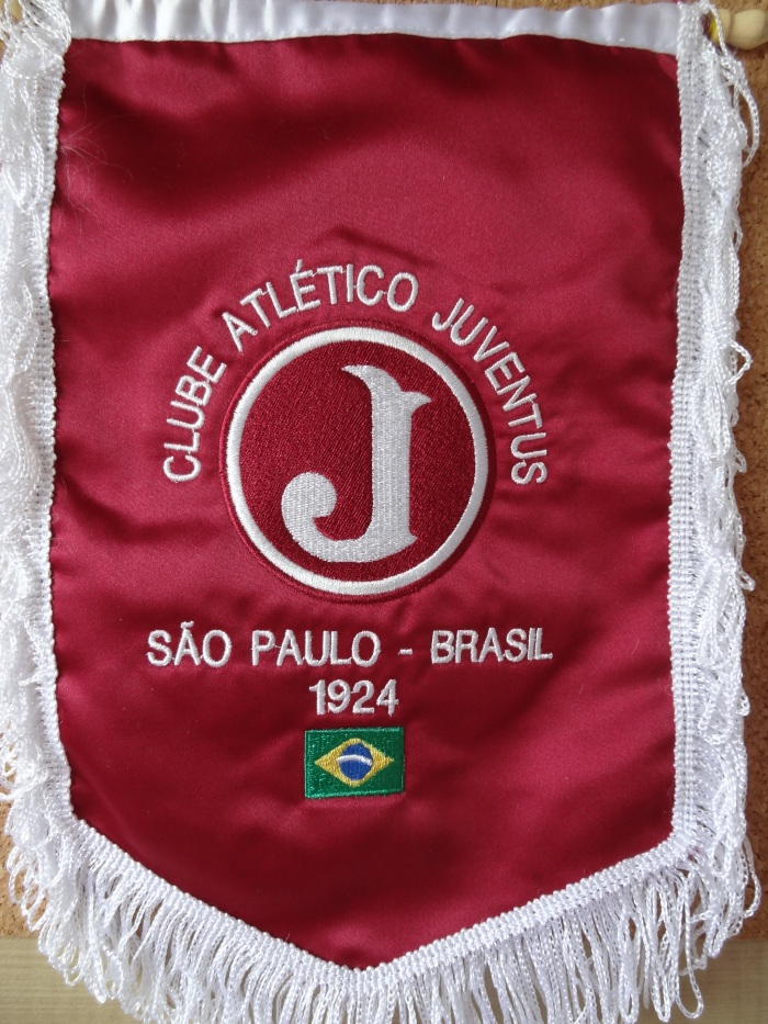 Flâmula do Juventus, disponível na loja oficial do clube, Grená e Branco.