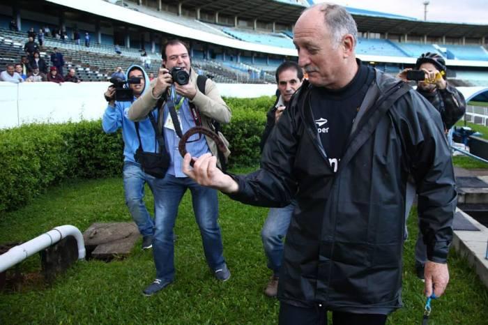 Uma ferradura para Feilpão. Imagem da página do Grêmio no Face :https://www.facebook.com/MeuGremio