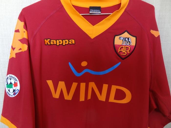 Réplica da #maglia usada em 2009-2010, tempo de Totti e De Rossi e também dos brasileiros Julio Sergio, Juan, Taddei e Julio Baptista.