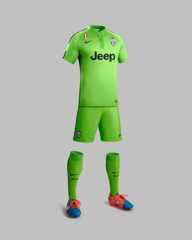 Ho14_Match_Juventus_PR_3rd_Full_Body_Badge_Gr_R_original