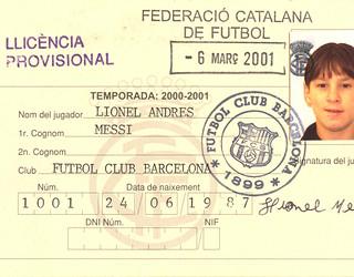 Ficha de Messi na federação catalã, em 2001, 3 anos antes da estreia na Liga: http://www.fcbarcelona.es/