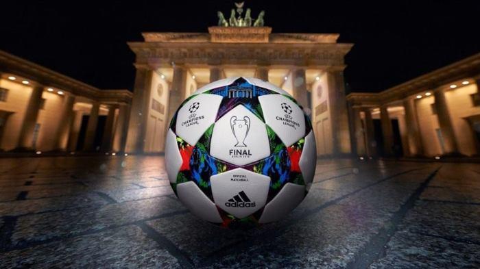 A bola da final da Champions, que vai ser em Berlim, vai ser usada no mata-mata e já chegou às lojas brasileiras :   facebook.com/uefachampionsleague