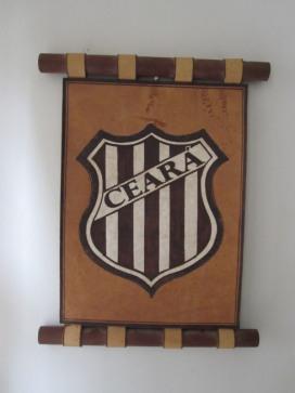 Flâmula de madeira com escudo antigo do Ceará - coleção de José Renato Santiago.
