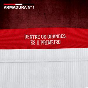 Detalhe do uniforme I do São Paulo: https://www.facebook.com/UnderArmourBrasil