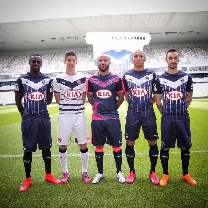 Os novos uniformes do Bordeaux: https://www.facebook.com/FCGB