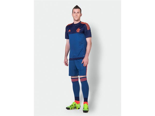 Craque o Flamengo faz em casa. Paulo Victor com a camisa nova de goleiro.