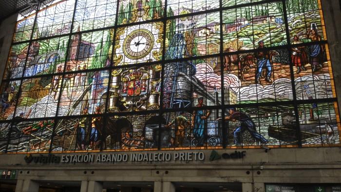 Vitral na principal estação de trem de Bilbao