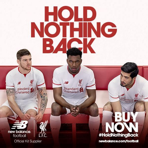 Ficam para a história os anúncios com jogadores que já foram embora. O Sterling participou do lançamento do away kit do Liverpool para 2015-16. NB.