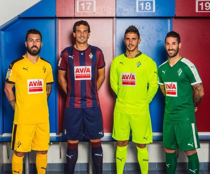 Camisetas 2015-15 da SD Eibar (a ttiular é a azulgrana). Puma.