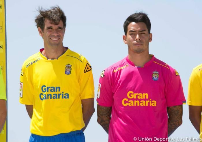 facebook.com/udlaspalmasoficial: Valerón com a camisa titular da equipe de Las Palmas