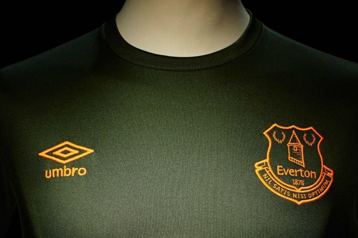 Third kit: terceira camisa do Everton, 15-16, by Umbro