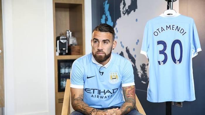 O zagueiro argentino Otamendi vai vestir a camisa 30 dos citizens. Facebook.com/mcfc