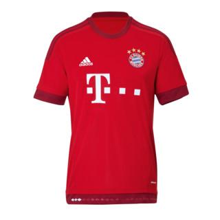 Primeiro uniforme do Bayern 2015-16.