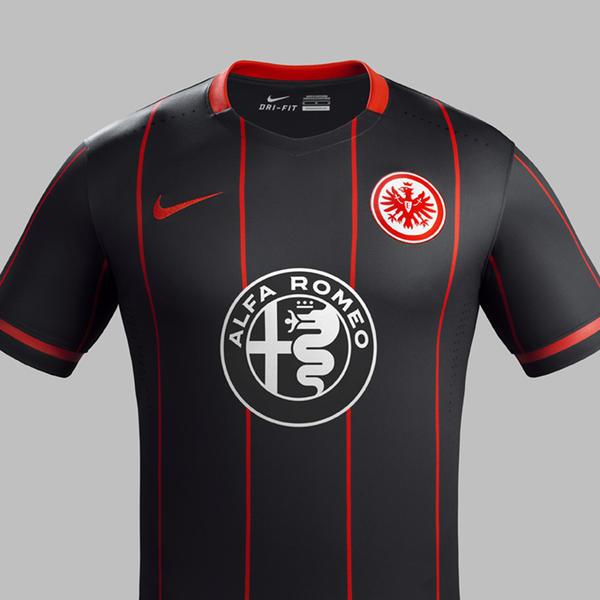 Espetacular a camisa principal do Eintracht Frankfurt 2015-16, da Nike. Nem o patrocínio estraga.