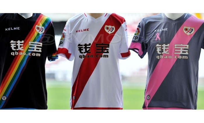 A camisa arco-íris do Rayo Vallecano, um time deguerreiros.