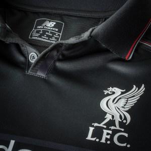 Terceiro kit do Liverpool pra 2015-16.