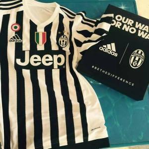 Prima maglia. A Juve volta a vestir Adidas.