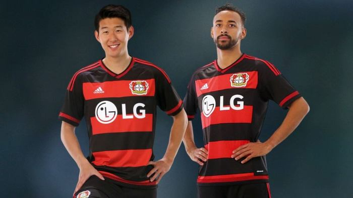 Bayer FLAverkusen ou FLAyer Leverkusen? Home kit do time da Bayer pra 2015-16, da Adidas.