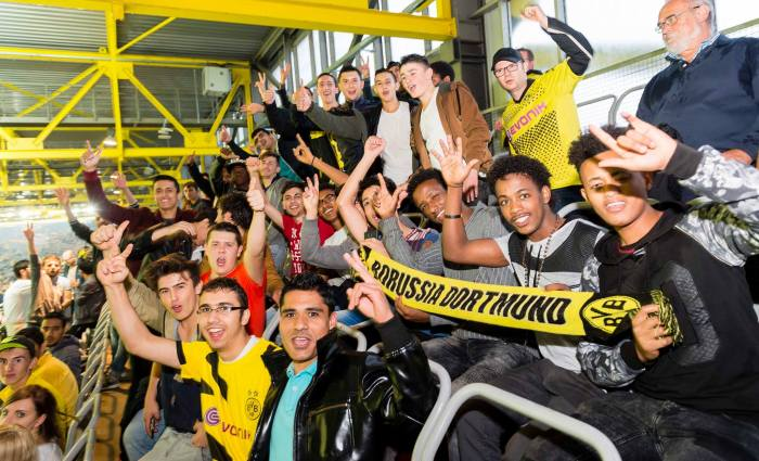 #RefugeesWelcome : 220 ganharam ingressos para ver jogo do Borussia na Europa League: facebook.com/BVB/