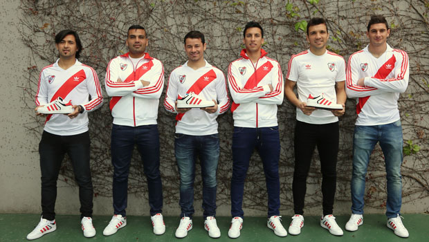 Na foto: Leonardo Pisculichi, Gabriel Mercado, Mora, Leonel Vangioni, Nicolás Bertolo e Alario. http://www.cariverplate.com.ar/adidas-presenta-su-nueva-linea-originals-river