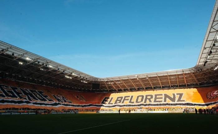Bandeirão. Do Dynamo Dresden, que está na terceira divisãoalemã.