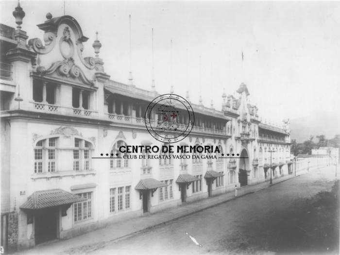 Fachada de São Januário, em imagem do Centro de Memória do Vascão: http://www.vasco.com.br/site/noticia/detalhe/11959