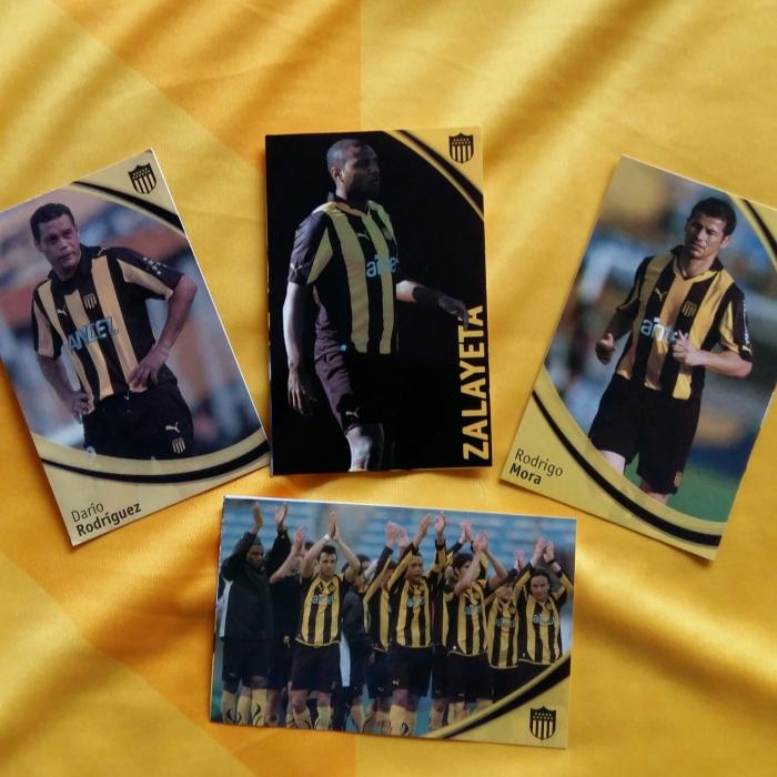 Figurinhas adesivas e cards com jogadores aurinegros, que vêm com o alfajor Peñarol. Muchas gracias ao carbonero que gentilmente me descolou os cards, no Centenario!