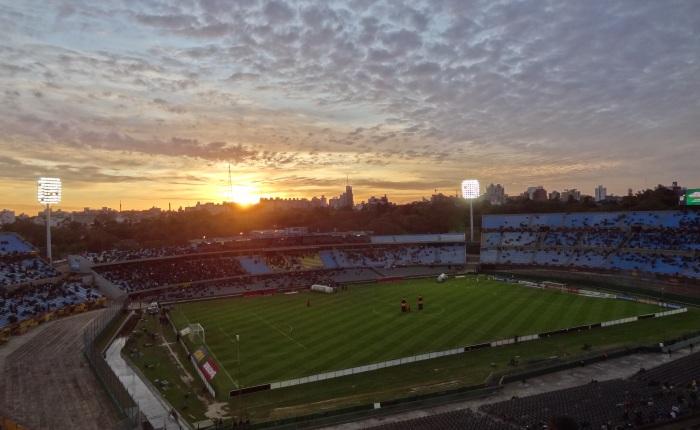 Domingo de clássico uruguaio.Decisivo.
