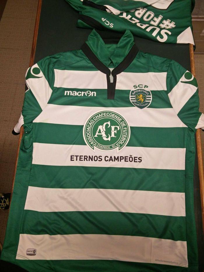 """Equipanento que o Sporting usou: um baita escudo no peito e a inscrição """"Eternos campeões"""",,,"""