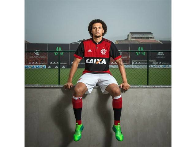 Willian Arão e o uniforme completo