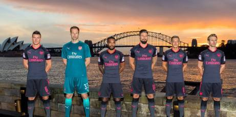 ... foi apresentada na Austrália, onde o clube faz pré-temporada.