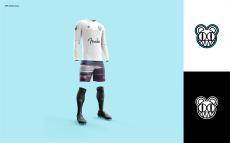O uniforme do Radiohead bolado pelo brasileiro.